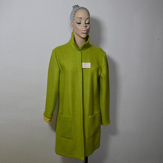 """Mit dem pebody Upcycling Design Mantel, erhältst Du ein einzigartiges Unikat und unterstützt Nachhaltigkeit """"made in Germany"""" mit Mode aus Leverkusen."""